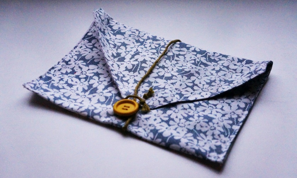 how to make a small pouch out of paper